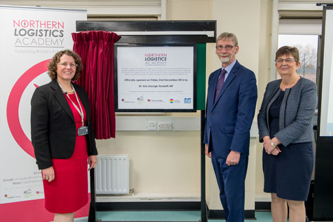 Anne Pryer, Rt Hon George Howarth MP, Jette Burford unveil the plaque at launch